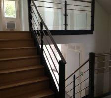 Partie de l'escalier entre l'étage et le demi-niveau