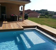 La terrasse avant de partir en vacances. Structure en acier   lambourdes exotique   ipé.