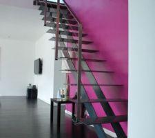 Escalier choisi et réalisé par un artisan de la Presqu'ile de Rhuys (Morbihan) il travaille dans tout l'Ouest de la France. Je vais faire un article sur lui dans le récit car il est infiniment moins cher que les