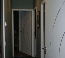 couloir du coin nuit enfant il faut que l on peigne les portes et que l on ajoute quelques cadresz