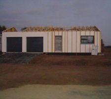 murs montes et structure charpente