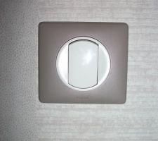 Avec interrupteur et prises assortis couleur taupe - 20 octobre 2013