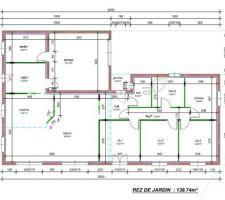 Surface habitable 145 m² / Garage 30m²  Quatre modifs qui ont eu lieu en cours de construction:  - l'isolation intérieure est passé à 120 - la séparation entre cuisine et séjour qui fait 2 mètres sur le plan est passée à 1,20m (car 2m aurait fait trop...mais ça, on l'a vu une fois qu'on était en train de monter les cloisons...) - la porte de la sde (WC) donne maintenant sur le dégagement et n'est plus dans le hall - les cloisons entre les pièces sont doublés (donc 10cm au lieu de 7)