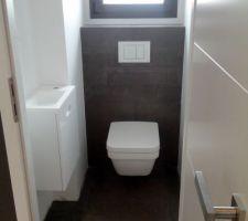 Petit wc du bas - il manque encore les plinthes