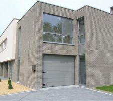 Une maison dans les tons gris, j'adore!Je suis une grande fan des maisons belges!