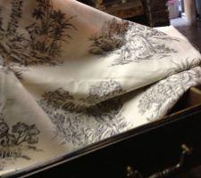 Chutes de tissu toile de jouy pour agrémenter les tiroirs