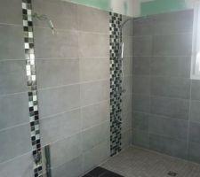 Faïence salle de bain terminée, et colonne de douche