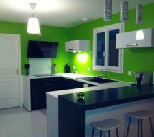 Troisième couche de peinture dans la cuisine