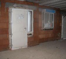 Phoros prises lors du point chantier lundi 27. La fenêtre de cuisine est à changer.
