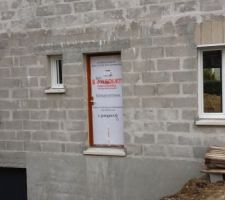 Face nord: la porte sera peinte en RAL7016 comme la porte de garage
