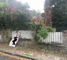 démolition du mur pour accès chantier <br /> AVANT....