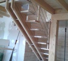 Les établissement Morel dans les Vosges nous installent cet escalier et la rambarde de la mezzanine