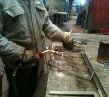 Préparation du ferraillage : soudage des cadres au semi auto (MIG)