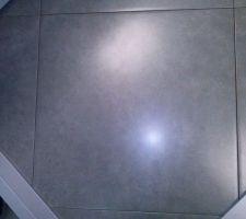 Carrelage sol de la cuisine et cellier ainsi que les toilettes du bas.