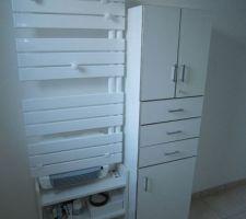 Sèche-serviettes à fluide, modèle Easter d'Equation, 500W   soufflerie 1000W dans la salle d'eau.