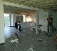 Pose des meubles terminée. Y a plus qu\\\\\\\'à attendre l arrivée de l électro et du granite semaine 15.