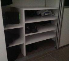 meuble a chaussures dans le placard de l entree