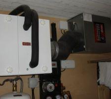 Les appareillage du puit canadien Pompe en bas, echangeur eau-air à gauche et insufflation à droite