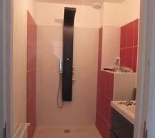 Notre petite salle de bain qui nous servira les premiers mois le temps de finir les travaux