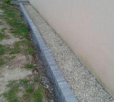 Bordure beton fini,manque plus que les cailloux blancs