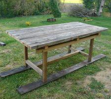 """Ma """"petite"""" table de jardin 220x100cm. Planches non encore fixées"""