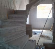 escalier beton coule depuis plus de trois semaines et decoffre