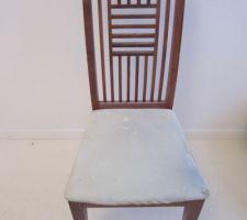 chaise recuperee sur le trottoir avant relookage