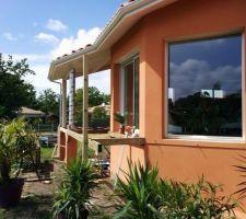 La maison terminée. Nous faisons nous même la terrasse et avons également fait nous même peinture et parquet à l'intérieur.