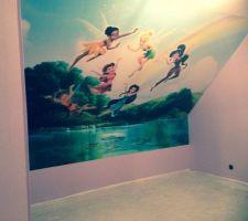 chambre n 2 avec la tapisserie fee clochette pour notre petite