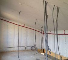 suite de l elec avec mise en place du plafond de l etage