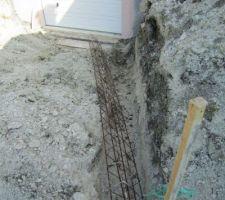 Ferraillage en prévision des futurs murs de descente de garage.