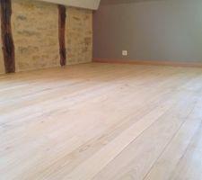 dernieres couches du traitement a l huile du plancher pour la chambre 2 et la salles de bain