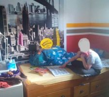 Mon fil a aussi trouvé ses marques et investi sa chambre....